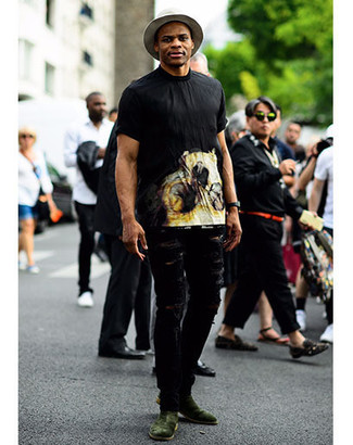 How to wear: grey wool hat, dark green suede chelsea boots, black ripped jeans, black print crew-neck t-shirt