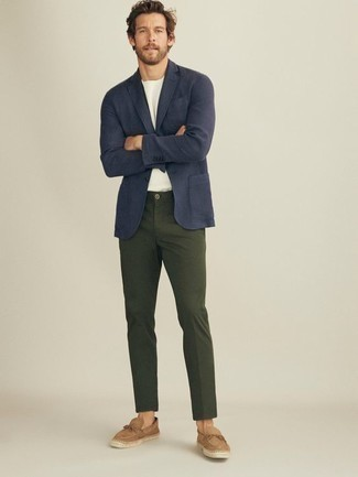 How to Wear Tan Suede Espadrilles For Men: For an effortlessly sophisticated menswear style, dress in a navy blazer and dark green chinos — these two pieces work really great together. Want to break out of the mold? Then why not add tan suede espadrilles to this ensemble?
