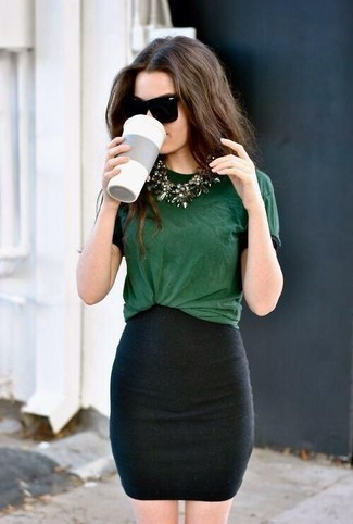 Reach for a hunter green crew-neck tee and a black mini skirt for a lazy day look. As warmer days set in, it's time for easy and breezy ensembles like this one.