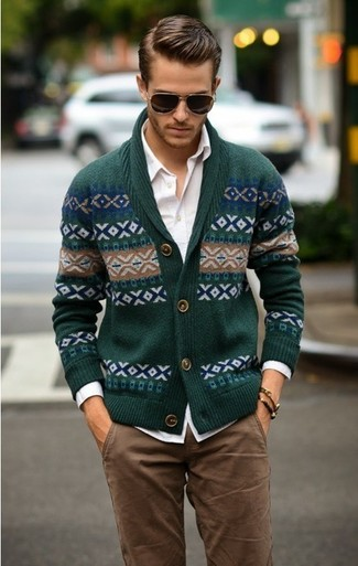 This combination of a hunter green fair isle shawl cardigan and brown chino pants is simple, seriously stylish and so easy to replicate. It goes without saying that this one makes for a great, spring-friendly getup.