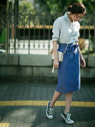 How to Wear a White Leather Crossbody Bag: A white and green gingham dress shirt and a white leather crossbody bag are awesome items to add to your casual fashion mix. Complement your ensemble with dark green canvas low top sneakers et voila, the getup is complete.