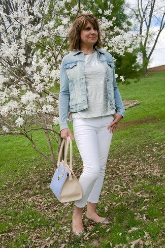 A light blue denim jacket and a New Look Venus Mini Bowler Handbag Light Blue are a great outfit formula to have in your arsenal. For the maximum chicness choose a pair of grey snake leather ballerina shoes. We promise this combination is the answer to all of your springtime style struggles.