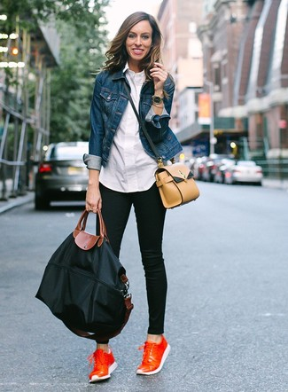 How to wear: blue denim jacket, white dress shirt, black skinny jeans, orange leather low top sneakers
