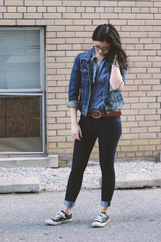 Make a blue jean jacket and a black leather watch your outfit choice for an unexpectedly cool ensemble. With shoes, throw in a pair of monochrome canvas low top sneakers. This combo is is a savvy option when it comes to piecing together a well-coordinated getup for transeasonal weather.