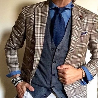 How to Wear a Grey Cardigan For Men: For practicality without the need to sacrifice on good style, we like this combo of a grey cardigan and white chinos.