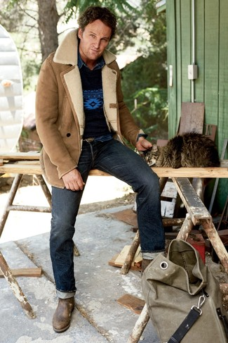 How to wear: navy jeans, navy denim shirt, navy print crew-neck sweater, tan shearling jacket