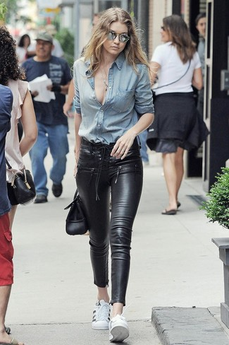How to wear: light blue denim shirt, black leather skinny jeans, white leather low top sneakers, black leather satchel bag