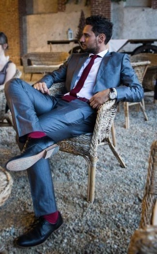 How to Wear Hot Pink Socks For Men: Effortlessly blurring the line between cool and casual, this pairing of a blue suit and hot pink socks is sure to become one of your favorites. And if you want to immediately up the style ante of this getup with one piece, complete this outfit with black leather derby shoes.