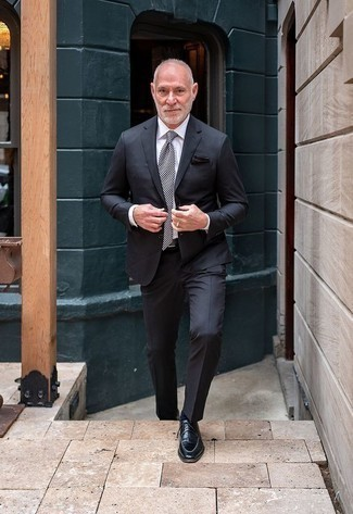 Men's Looks & Outfits: What To Wear In 2020: This combination of a charcoal suit and a white dress shirt can only be described as outrageously stylish and elegant. Go the extra mile and jazz up your outfit with black leather derby shoes.