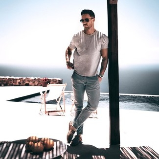 How to wear: black sunglasses, brown suede derby shoes, light blue jeans, grey crew-neck t-shirt