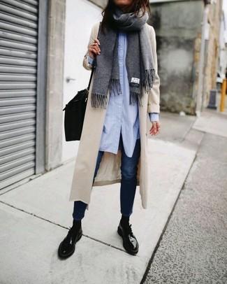 How to wear: black leather satchel bag, black leather derby shoes, navy skinny jeans, light blue dress shirt