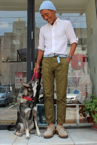 How to wear: light blue beanie, beige suede desert boots, olive chinos, white dress shirt