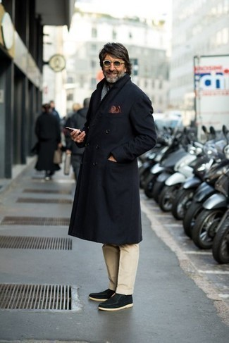 How to Wear a White and Black Houndstooth Scarf For Men: For a look that's very straightforward but can be styled in a myriad of different ways, consider pairing a navy overcoat with a white and black houndstooth scarf. A pair of black suede desert boots easily dials up the classy factor of this getup.