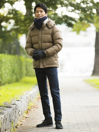 How to wear: charcoal scarf, black suede desert boots, navy chinos, olive puffer jacket