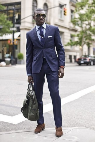 How to Wear an Olive Canvas Tote Bag For Men: Look casually dapper without really trying by wearing a navy suit and an olive canvas tote bag. Add brown suede desert boots to this ensemble for a hint of elegance.
