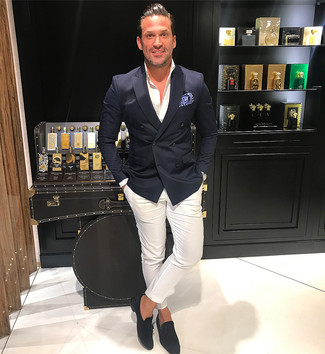 The combination of a black double breasted blazer and white chinos makes this a really well-executed look. Black suede tassel loafers will become an ideal companion to your style. You know when it's roasting hot outside, sometimes only a cool outfit like this one can get you through the day.