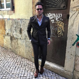 Look the best you possibly can in a black double breasted blazer and black dress pants. Add a more relaxed vibe to your getup with brown leather brogues. We can't get enough of this outfit for warm weather afternoons.