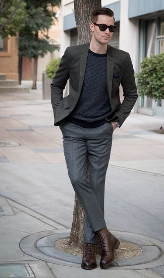 How to Wear a Navy Pocket Square: This ensemble with a dark green blazer and a navy pocket square isn't super hard to pull off and leaves room to more sartorial experimentation. Go the extra mile and break up your look by sporting brown leather casual boots.