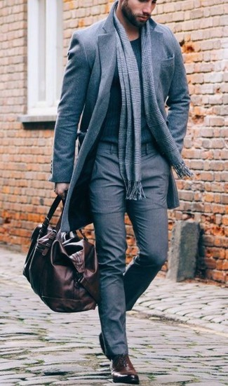 How to Wear a Dark Brown Leather Holdall In Cold Weather For Men: Teaming a grey overcoat with a dark brown leather holdall is an amazing idea for a cool and casual ensemble. And if you wish to immediately dress up this ensemble with shoes, why not introduce dark brown leather oxford shoes to this ensemble?