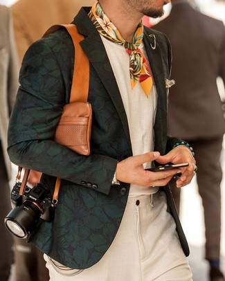 How to Wear a Beige Print Pocket Square: Pair a dark green floral blazer with a beige print pocket square for an outfit that's both casual street style and dapper.