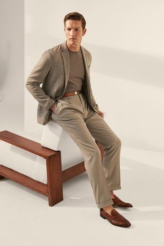 How to Wear Khaki Dress Pants For Men: You'll be amazed at how super easy it is to put together this elegant look. Just a grey blazer matched with khaki dress pants. The whole look comes together wonderfully if you complete your outfit with a pair of brown leather loafers.