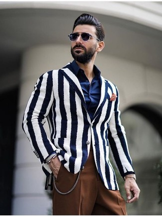 How to Wear a White and Navy Vertical Striped Blazer For Men: Combining a white and navy vertical striped blazer and brown dress pants is a surefire way to inject an elegant touch into your day-to-day routine.
