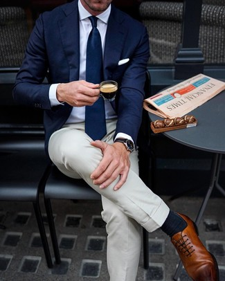 How to Wear Navy Socks For Men: Wear a navy blazer with navy socks for a relaxed casual ensemble with an edgy take. For something more on the smart side to finish your getup, add a pair of brown leather oxford shoes to your ensemble.