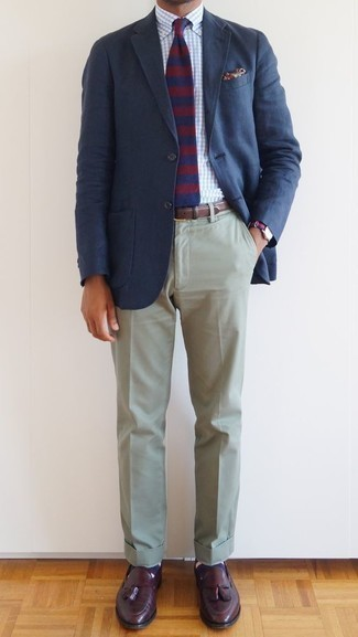 How to Wear Navy Horizontal Striped Socks For Men: This relaxed casual combination of a navy blazer and navy horizontal striped socks is extremely easy to pull together in next to no time, helping you look amazing and prepared for anything without spending a ton of time rummaging through your wardrobe. Go ahead and introduce burgundy leather tassel loafers to this getup for an added touch of class.