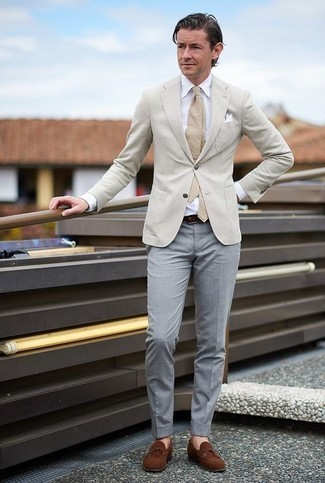 How to Wear a Tan Tie For Men: For rugged refinement with a fashionable spin, you can rock a beige blazer and a tan tie. And it's amazing how brown suede loafers can switch up an ensemble.