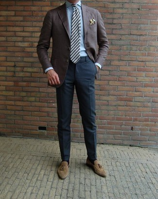 How to Wear Tan Suede Tassel Loafers: Marrying a dark brown blazer and navy dress pants is a surefire way to infuse polish into your current collection. Tan suede tassel loafers integrate effortlessly within a ton of outfits.