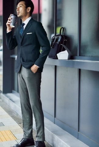 How to Wear a Navy and White Polka Dot Tie For Men: Channel your inner Bond and team a navy blazer with a navy and white polka dot tie. Black leather derby shoes will pull the whole thing together.