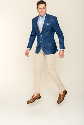 How to Wear a Navy Check Blazer For Men: Definitive proof that a navy check blazer and beige dress pants look awesome when teamed together in a polished getup for today's guy. When in doubt about the footwear, stick to brown leather loafers.