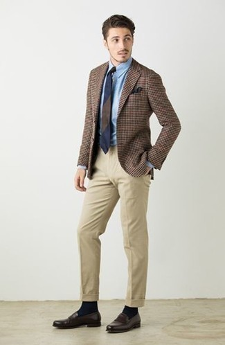 How to Wear a Navy Horizontal Striped Tie For Men: Go for a refined ensemble in a brown houndstooth blazer and a navy horizontal striped tie. The whole ensemble comes together if you add a pair of dark brown leather loafers to the equation.