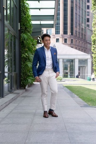 How to Wear Navy and White Polka Dot Socks For Men: A blue blazer and navy and white polka dot socks are a nice combination to keep in your casual sartorial collection. A nice pair of brown leather oxford shoes is a simple way to inject a dose of class into this getup.