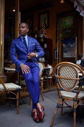 How to Wear a Navy Tie For Men: A blue plaid blazer looks especially refined when married with a navy tie. A pair of burgundy leather double monks makes this look complete.