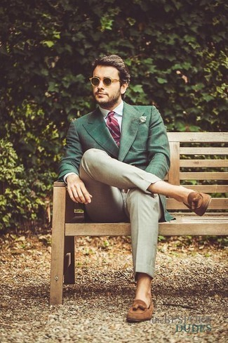 How to Wear Beige Dress Pants For Men: You're looking at the undeniable proof that a dark green check blazer and beige dress pants are amazing when matched together in a sophisticated ensemble for a modern gentleman. All you need is a pair of tan suede tassel loafers.
