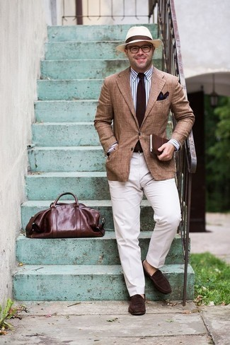 How to Wear a Dark Brown Print Pocket Square: This is solid proof that a tan blazer and a dark brown print pocket square are amazing when combined together in a modern casual outfit. Take a classic approach with footwear and complement your getup with a pair of dark brown suede loafers.