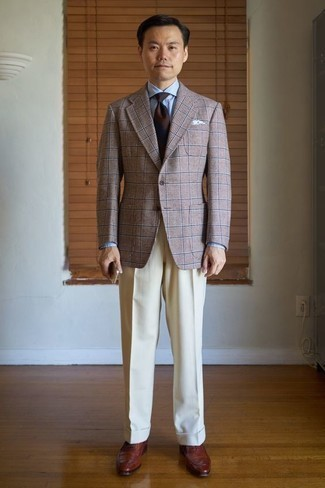 How to Wear a Brown Plaid Blazer For Men: Rock a brown plaid blazer with beige dress pants for a neat elegant look. For a more polished vibe, introduce a pair of brown leather oxford shoes to the equation.