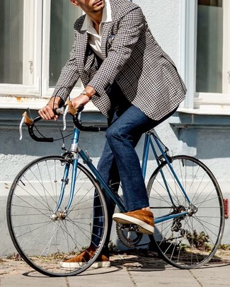 How to wear: tobacco suede low top sneakers, navy dress pants, white short sleeve shirt, black and white gingham blazer