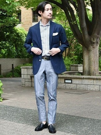 How to Wear a Navy Blazer For Men: This is hard proof that a navy blazer and light blue dress pants look amazing when paired up in a classy outfit for a modern gentleman. As for shoes, complement this look with black leather loafers.