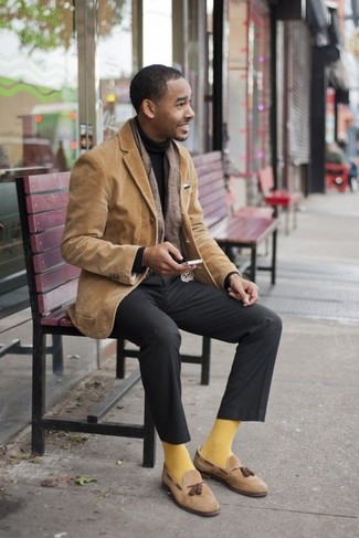 How to Wear Socks For Men: For a bold casual look, Consider pairing a tan corduroy blazer with socks. To bring out a sophisticated side of you, introduce a pair of tan suede tassel loafers to the equation.