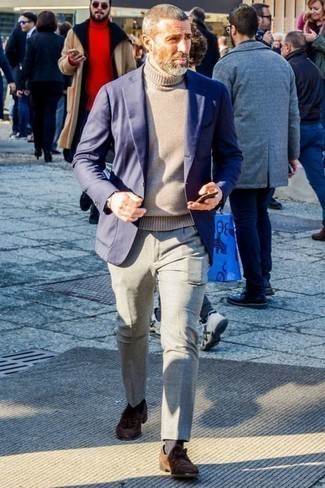 How to Wear Charcoal Socks For Men: A navy blazer and charcoal socks are great menswear essentials that will integrate well within your day-to-day styling collection. Go ahead and add brown suede tassel loafers to the equation for a hint of class.