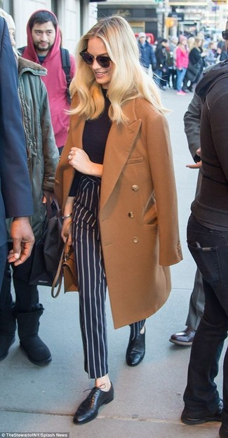 How to Wear Navy Vertical Striped Dress Pants For Women: This pairing of a brown coat and navy vertical striped dress pants is hard proof that a straightforward ensemble can still be really interesting. Introduce a pair of black leather oxford shoes to this outfit to tie your full ensemble together.