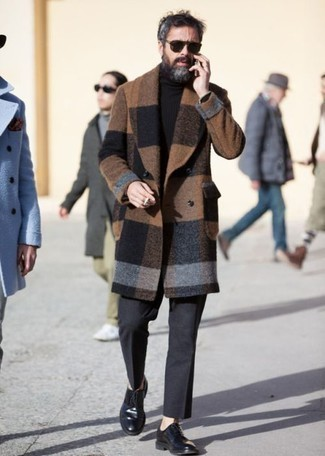 How to Wear Dark Brown Sunglasses For Men: We all look for comfort when it comes to style, and this edgy combo of a brown check overcoat and dark brown sunglasses is a good illustration of that. Feeling transgressive? Shake up this getup with a pair of black leather derby shoes.