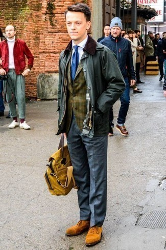 How to Wear a Dark Green Barn Jacket: Marrying a dark green barn jacket and grey dress pants is a fail-safe way to inject refinement into your styling routine. Go off the beaten track and shake up your getup by rocking tobacco suede oxford shoes.