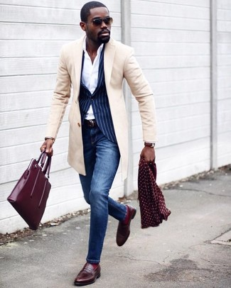 How to wear: blue skinny jeans, white dress shirt, navy vertical striped blazer, beige overcoat