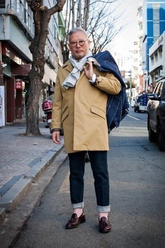 Which Blazer To Wear With Navy Jeans For Men: A blazer looks especially good when paired with navy jeans. To give this look a dressier touch, why not introduce burgundy leather tassel loafers to the equation?