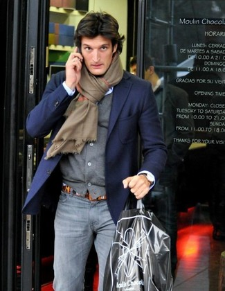 How to wear: grey skinny jeans, light blue dress shirt, grey cardigan, navy blazer
