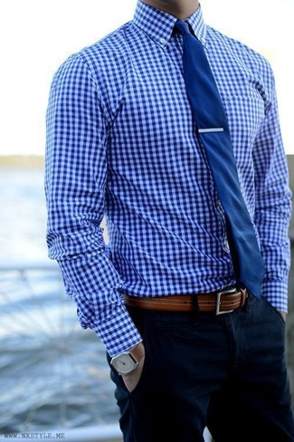 How to wear: blue gingham dress shirt, navy chinos, navy tie, brown leather belt