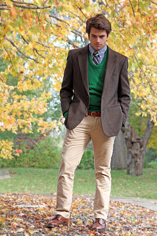How to wear: khaki chinos, light blue dress shirt, green crew-neck sweater, dark brown plaid blazer